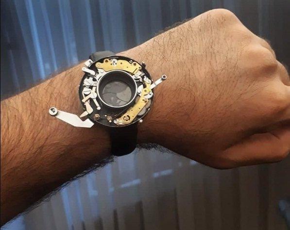 یک عکاس ایرانی، ساعت مچی خود را به دوربین ضدآب تبدیل کرد