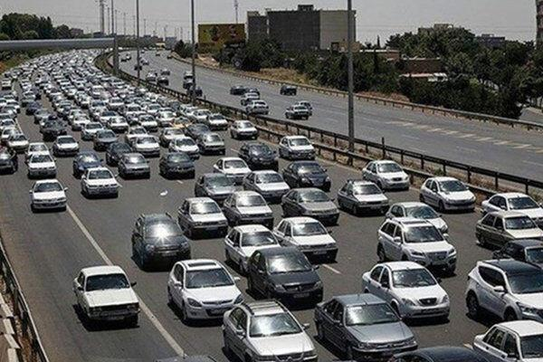 مدیرکل راهداری و حمل و نقل جاده ای استان تهران اطلاع داد ثبت بیش از 400 هزار تردد در آزادراه تهران-کرج از 12 تا 16 خرداد ماه