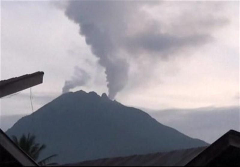 فوران دو کوه آتشفشان در اندونزی