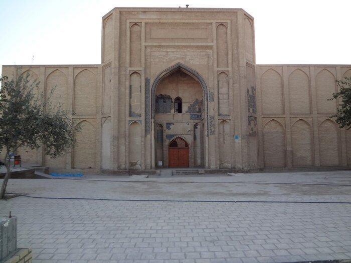 نفوذ آب به زیر مسجد تاریخی ورامین؛ خطر تخریب نزدیک است ، بخشی از محوطه مسجد فرو ریخت