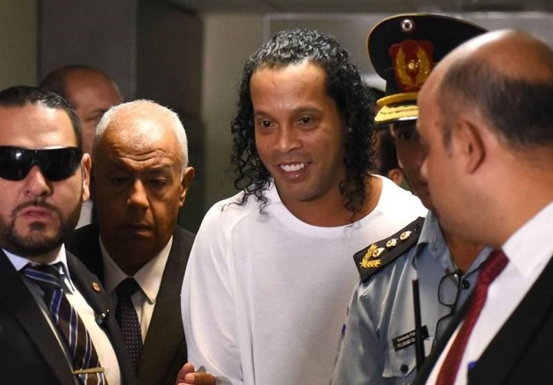قاضی درخواست آزادی رونالدینیو را رد کرد و او را در بازداشت نگه داشت