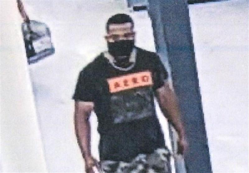 مردی که با ویروس کرونا مشتریان فروشگاه والمارت را در آغوش می گرفت