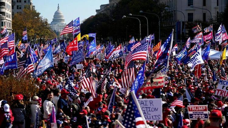 (تصاویر) زد و خورد خونین حامیان و مخالفان ترامپ
