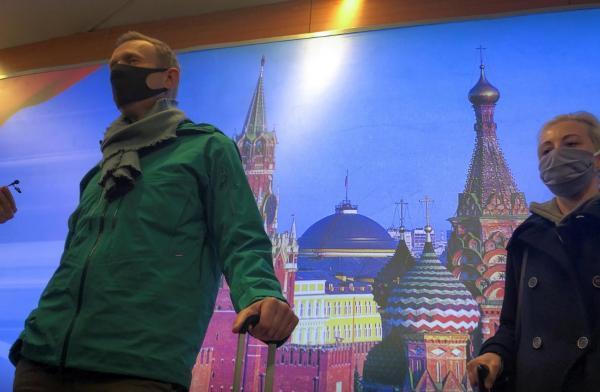 بازداشت مخالف سرشناس پوتین حین ورود به روسیه، دستگیری حامیان در فرودگاه (