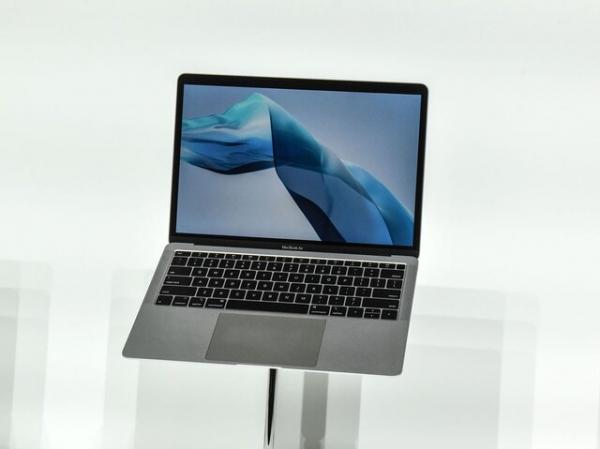 اپل مک بوک ایر باریک تر و سبک تر می سازد