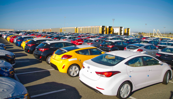 قیمت انواع خودرو خارجی در بازار امروز 13 بهمن 99؛ بازگشت گرانی!