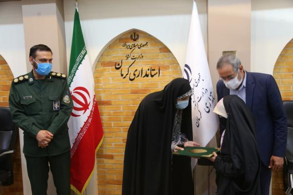 تجلیل از دختران شهدای مدافع حرم در کرمان
